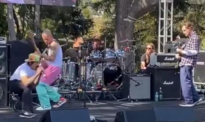 O John Frusciante επέστρεψε στη σκηνή με τους Red Hot Chili Peppers μετά από 12 χρόνια - Roxx.gr