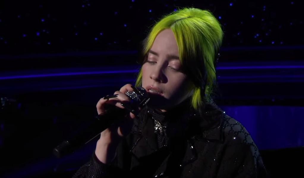 H Billie Eilish τραγούδησε Beatles στα όσκαρ για αυτούς που έφυγαν μέσα στη χρονιά - Roxx.gr