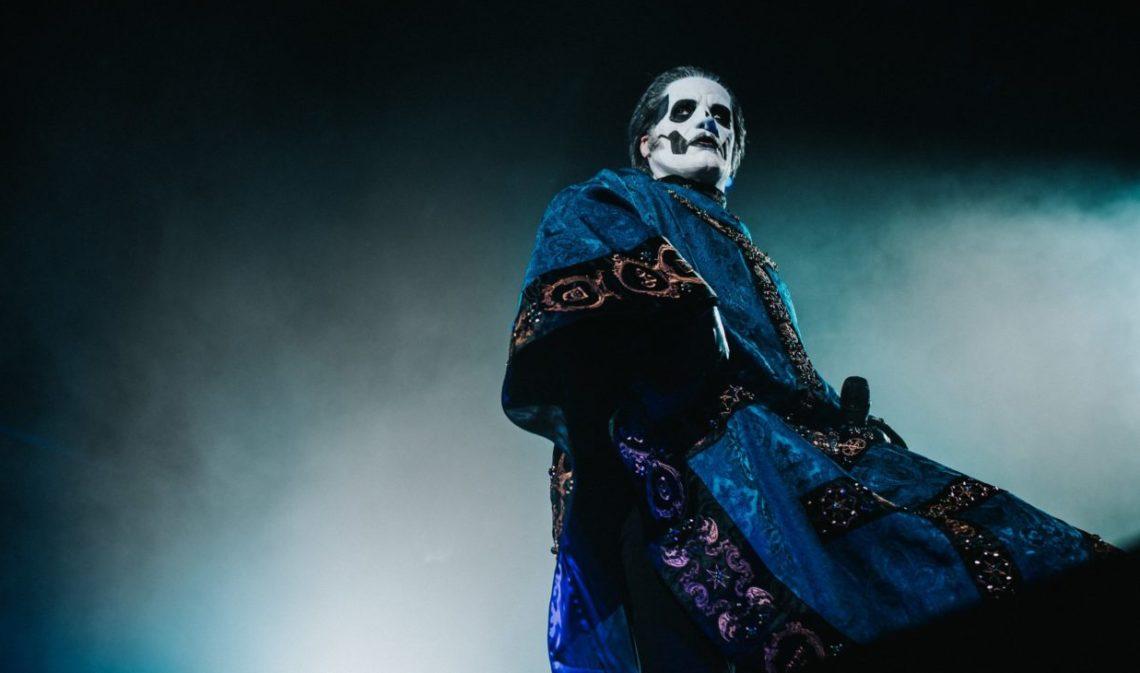 O Papa Nihil «πέθανε» στη σκηνή – Νέος Πάπας ο Cardinal Copia στους Ghost! - Roxx.gr