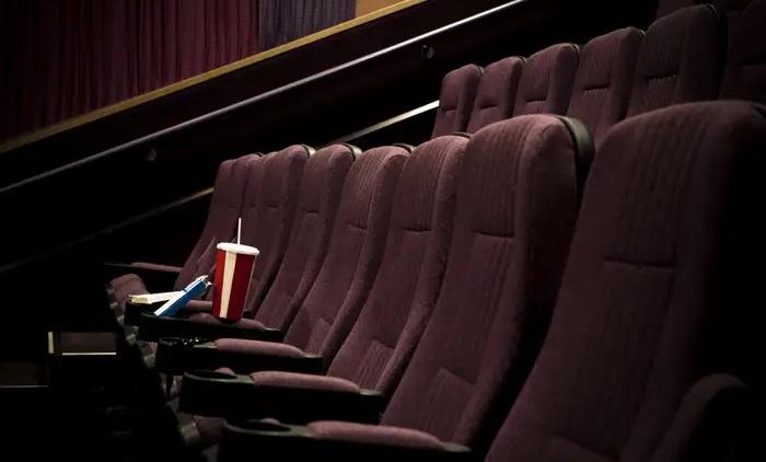 Δωράκι για το σπίτι: Τρεις ταινίες που έπαιζαν στους κινηματογράφους έρχονται online - Roxx.gr