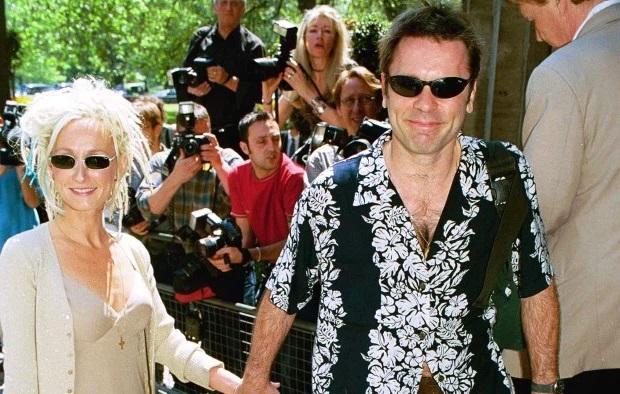 Bruce Dickinson: Νεκρή από τραγικό ατύχημα η εν διαστάσει σύζυγος του - Roxx.gr
