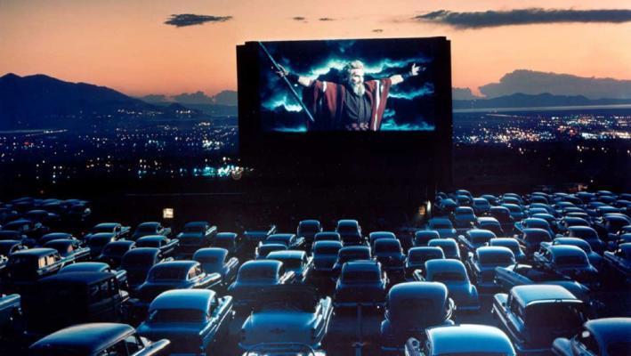 Άθενς Ντράιβ-Ιν: Έρχεται Drive-In κινηματογράφος στην Αθήνα - Roxx.gr