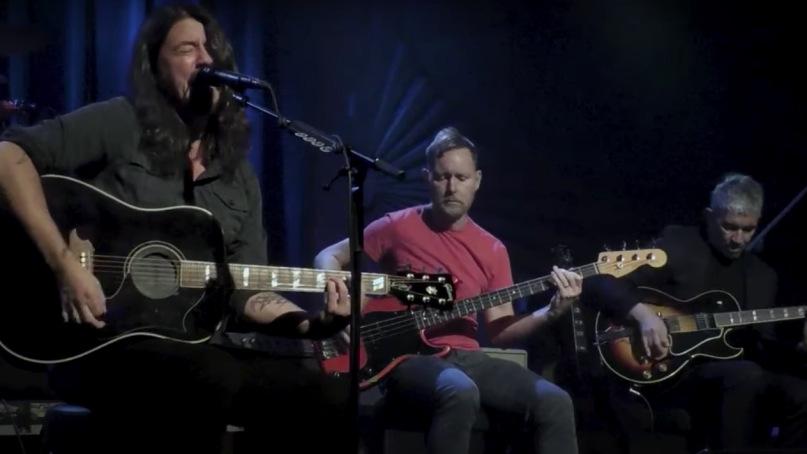 Οι Foo Fighters έπαιξαν ακουστικά το Learn to Fly στον Jimmy Kimmel - Roxx.gr