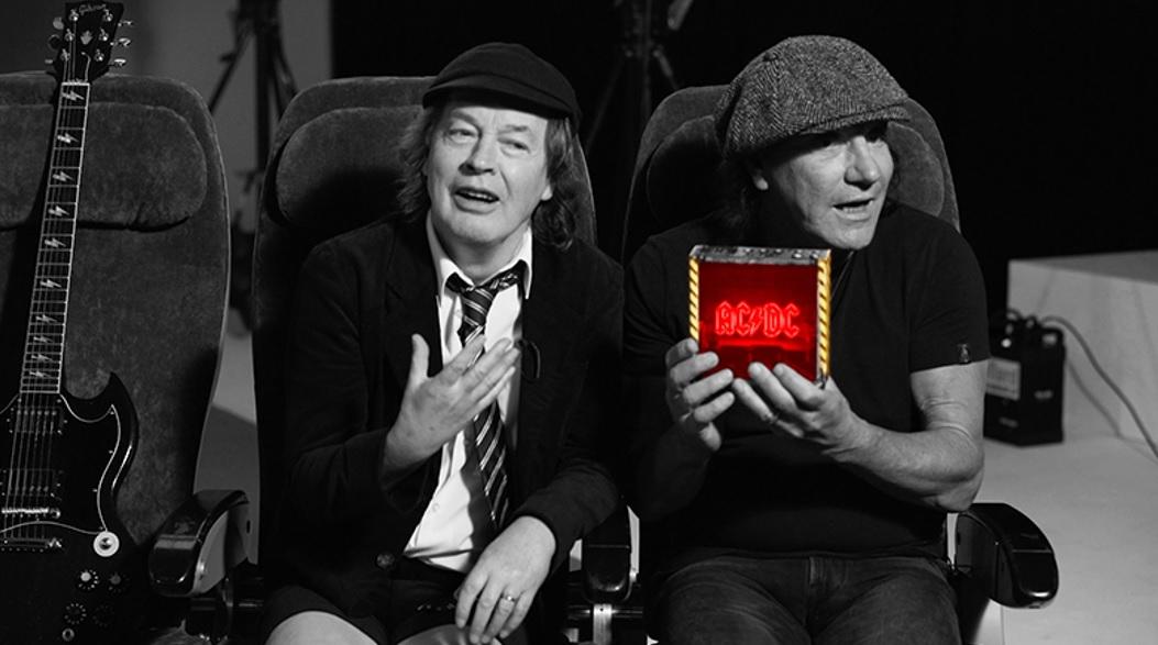 Μετατρέψτε το όνομα σας στο σήμα των AC/DC - Roxx.gr