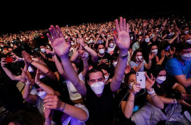 Βαρκελώνη: Συναυλία χωρίς αποστάσεις με 5.000 ανθρώπους και υποχρεωτική μάσκα - Roxx.gr