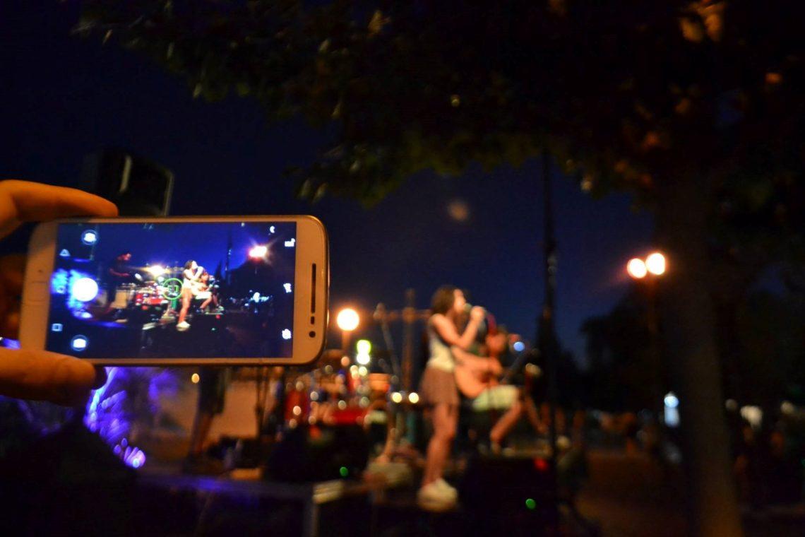 Ψηφιακοί Τροβαδούροι γράφουν την δική τους μουσική ιστορία στους δρόμους της Αθήνας - Roxx.gr