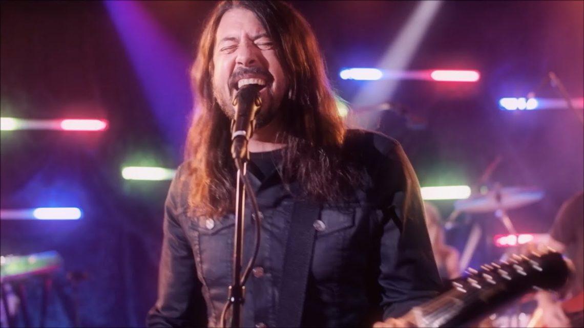 Οι Foo Fighters διασκευάζουν Bee Gees - Roxx.gr
