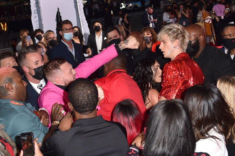 Conor McGregor και Machine Gun Kelly αρπάχτηκαν στα βραβεία του MTV - Roxx.gr
