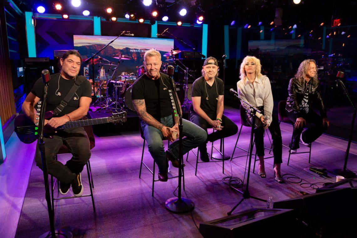 Οι Metallica παίζουν το Nothing Else Matters με τη Miley Curys! - Roxx.gr