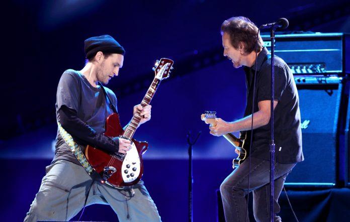 Στους Pearl Jam ο πρώην κιθαρίστας των Red Hot Chili Peppers - Roxx.gr